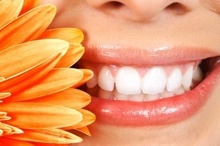 Pigmentazione su un trattamento di crema per il viso