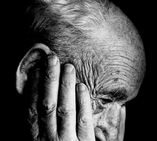 Anziani, non basta una telefonata per non farli sentire soli